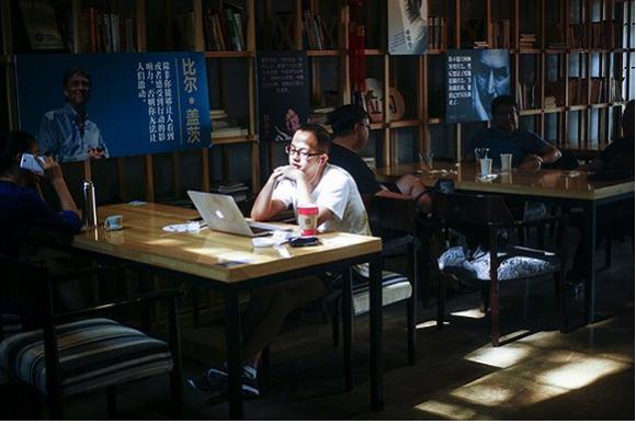 3W咖啡店里的顾客。摄影:吕萌