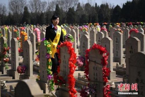 互联网殡葬平台路在何方? 有商家称想让人都死得起
