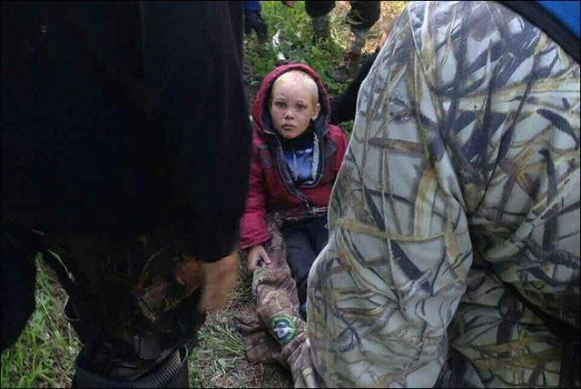 4岁男孩独自在森林吃草生存4天半!