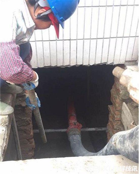 老人徒手挖出60平地下室城管花六万用混凝土填平