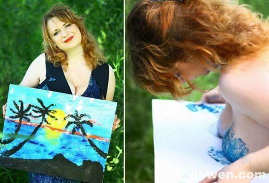 俄罗斯女画家用自己乳房当画笔