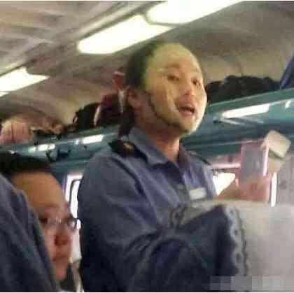 火车上的推销员是铁路工作人员吗?他们的工资多少?