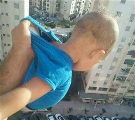 因为这张照片一位父亲被判刑两年受尽指责!