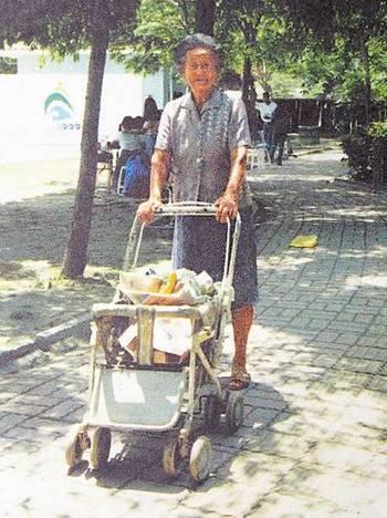 96老奶奶坚持卖2块钱自助午餐,这一卖就是55年!