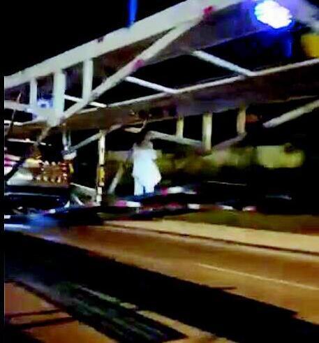 """凌晨时分,大货车后边居然凌空悬着""""白衣女鬼"""",真相让人担心!"""