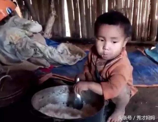 5岁男孩接连遭遇爸爸过世妈妈不告而别,但仍坚强的自己生活等待妈妈