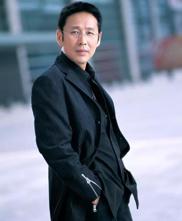 62岁飙机车、宠爱初恋40年的陈道明,就是女人最想嫁的真男神