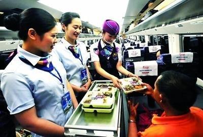 好消息!7月17日起,乘坐动车的旅客可以在网上订餐了!