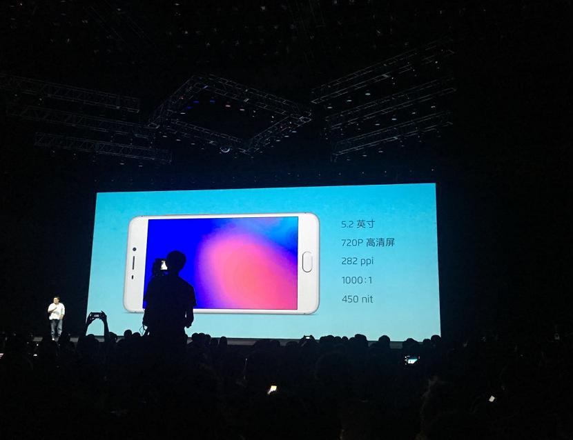 魅蓝前置800万像素镜头发布 售价百元