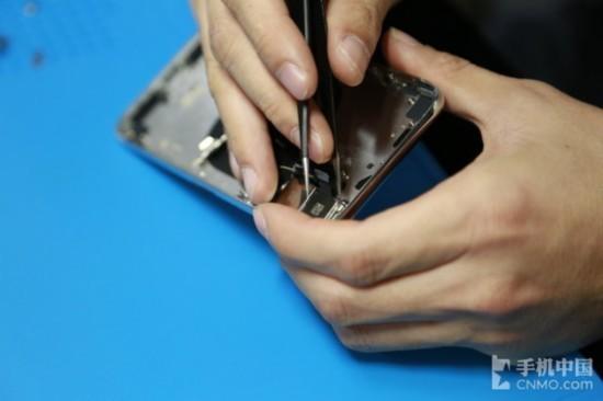 拆除iPhone X的双摄模组