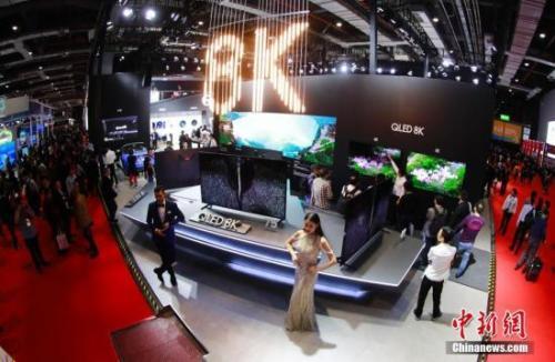 资料图:厂商展示的8K高清电视。中新社记者 杜洋 摄