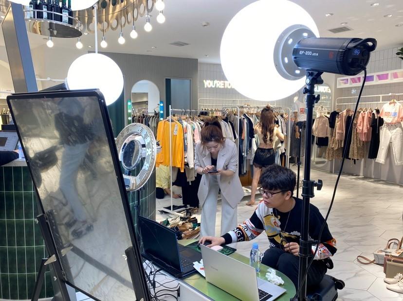 疫情之下不擅线上的女装品牌逆势增长:银泰数字化基建显成效