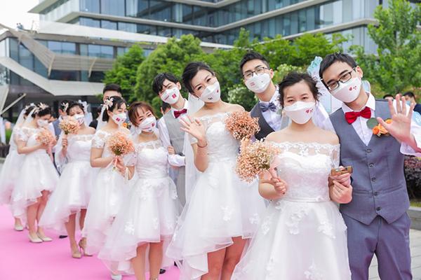 """阿里日举办""""口罩婚礼"""" 张勇证婚:爱情要像公司一样用心运营"""