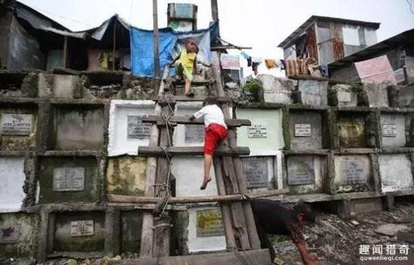 藏区独一无二的风俗:山岩树葬