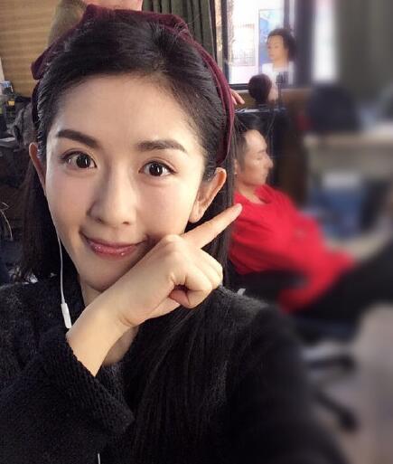 资讯 娱乐 正文    凤凰网娱乐讯 12月15日,谢娜在微博晒出一组照片