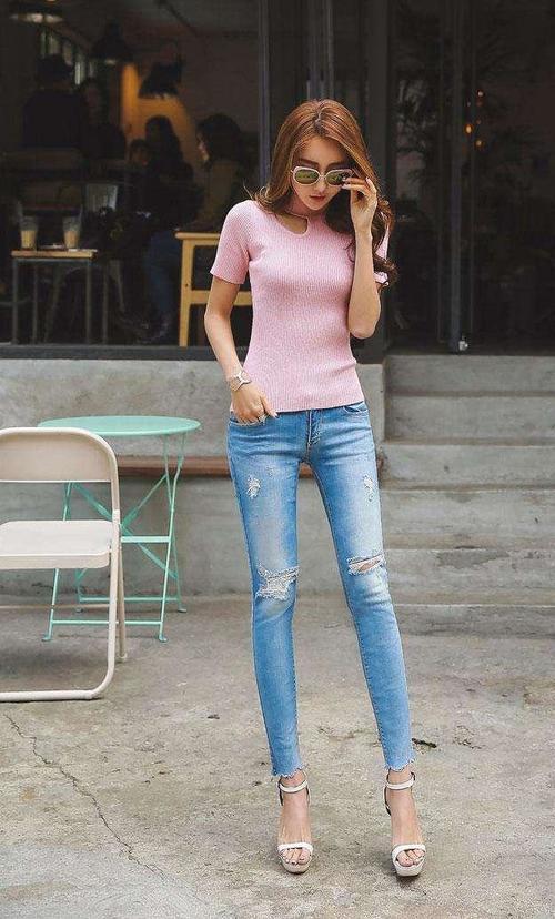 女生穿牛仔裤_女人为什么都喜欢紧身牛仔裤-为什么女生都喜欢穿紧身牛仔裤呢?