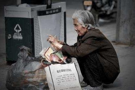 人口老龄化_人口越来越少