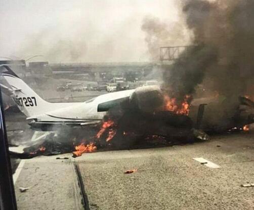 乘坐他们的私人飞机——塞斯纳310在美国加州橘子郡的高速公路上坠毁