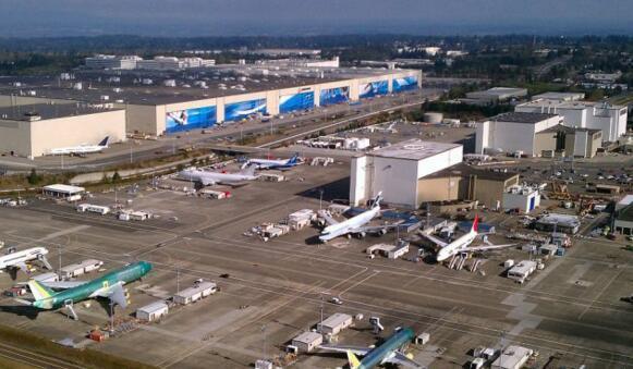 探访波音飞机制造厂,总面积6000亩堪比一座小镇,3万人