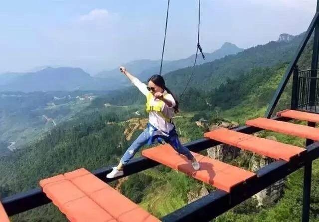 重庆的这个玻璃栈道创下了吉尼斯世界纪录,你敢去尝试